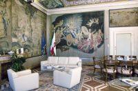 Palazzo-del-Governo-Sala-della-Giustizia-con-il-pregevole-arazzo-di-manifattura-fiorentina-raffigurante-La-Notte