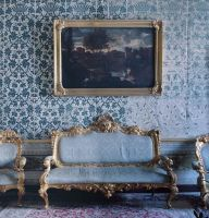 Palazzo-del-Governo-la-Sala-dell-Incontro-con-alle-pareti-le-stoffe-originali